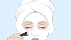 وفقًا لبشرتك .. كيف تختارين غسول الوجه المناسب