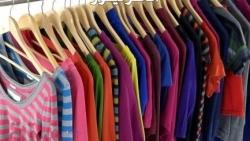 تفسير حلم شراء الملابس في المنام للعزباء والمتزوجة والرجل