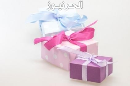 تفسير حلم الهدية في المنام للعزباء والمتزوجة والحامل