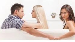 علامات حب الرجل المتزوج لامراة اخرى