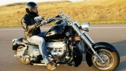 تفسير حلم قيادة الدراجة النارية الموتوسيكل في المنام