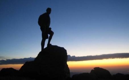 تفسير حلم صعود الجبال في المنام