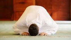 تفسير حلم الميت يصلي في المنام