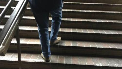 تفسير حلم صعود الدرج في المنام للإمام الصادق