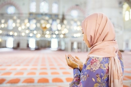 تفسير حلم الصلاة في المسجد للمرأة في المنام