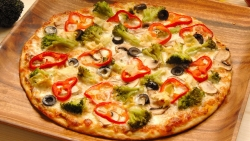 تفسير حلم طلب المساعدة في عمل البيتزا في المنام