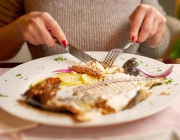 تفسير حلم أكل السمك مع الأصدقاء في المنام