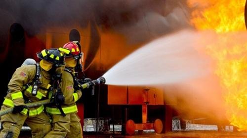 تفسير حلم مشاهدة رجل المطافي يطفئ حريق في المنام