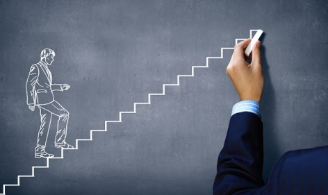 تفسير حلم صعود الدرج مع شخص أعرفه في المنام