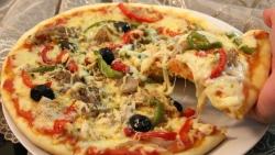 تفسير حلم الميت يأكل البيتزا في المنام