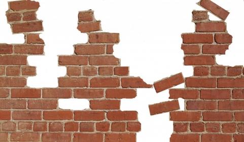 تفسير حلم تنظيف الحائط من الأوساخ في المنام