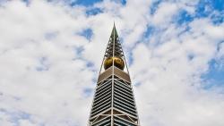 تفسير حلم النزول من على البرج في المنام