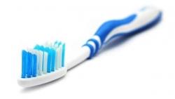 تفسير حلم اعطاء فرشاة الأسنان في المنام