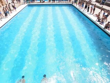 تفسير رؤية حمام السباحة في الحلم