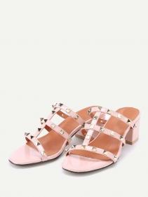 تفسير حلم ارتداء الشبشب او الحذاء الواسع في المنام