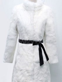 تفسير حلم ارتداء الجاكت الأبيض في المنام