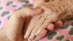تفسير حلم موت امرأة عجوز في المنام