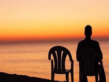 تفسير حلم رؤية شخص وحيد في المنام