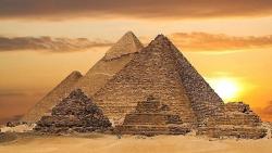 تفسير رؤية الأهرامات في المنام للعزباء