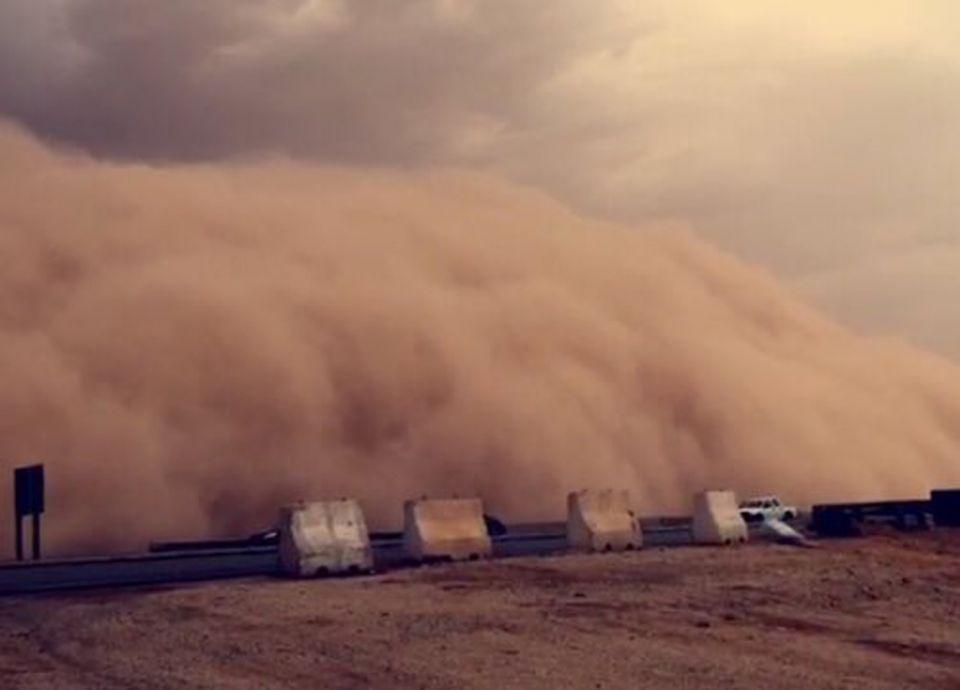 تفسير حلم الرياح القوية مع الغبار في المنام