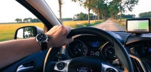 تفسير حلم قيادة السيارة بسرعة للعزباء في المنام