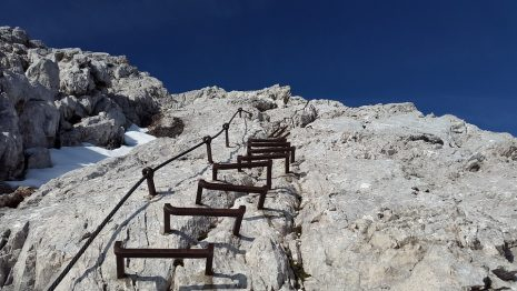 تفسير حلم رؤية صعود الجبل في المنام للعزباء والمتزوجة