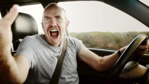 تفسير حلم قيادة السيارة للرجل المتزوج في المنام