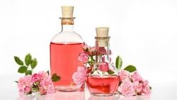 وصفة ماء الورد وزيت الجوجوبا للشعر الجاف